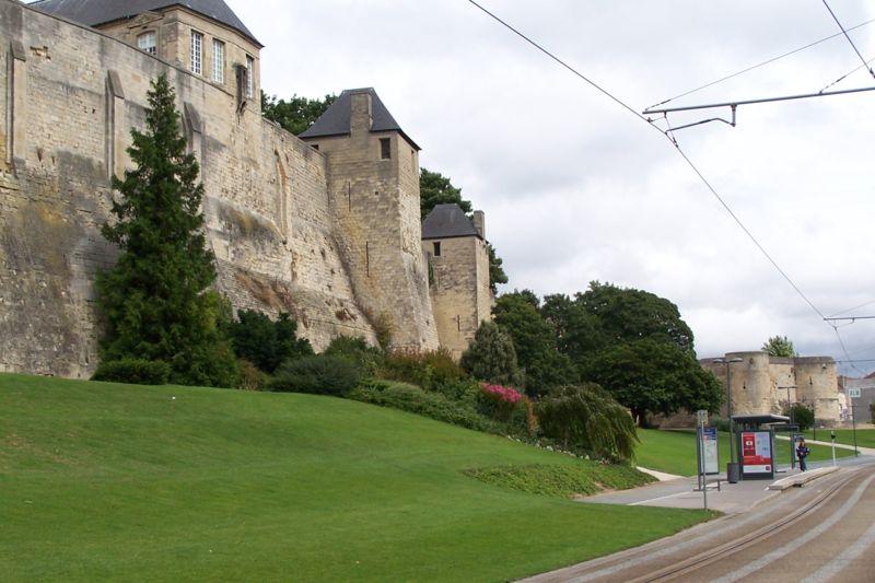 Les chateaux du Calvados 800px182