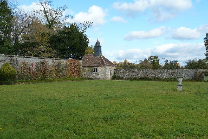 Les Chateaux de l'Orne Chapel11
