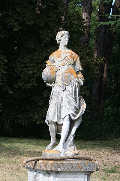 Les chateaux du Calvados Statue11