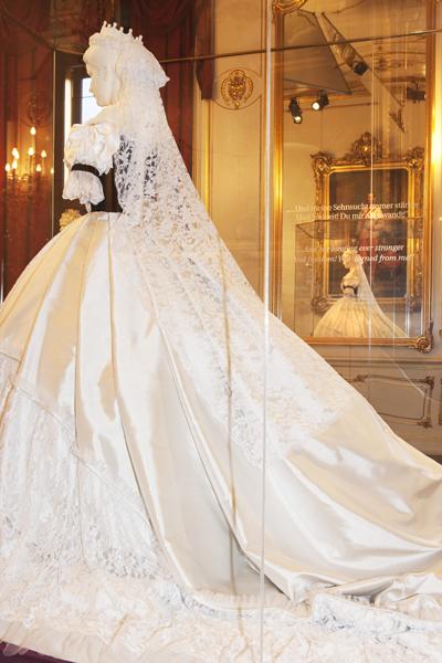 Robe de l'impératrice Elisabeth d'Autriche ( Sissi ) Ungari11