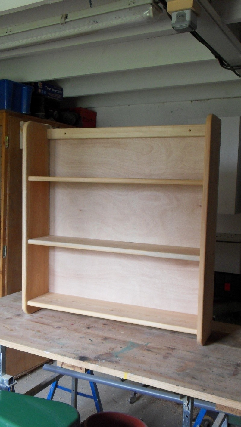 Fabrication d'une triple étagère pour une chambre Sdc13923