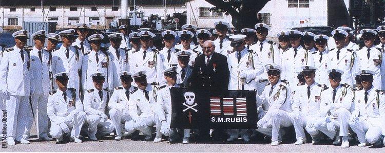 Les sous-marins Rubis et Saphir reçoivent la Croix de la valeur militaire 20030610
