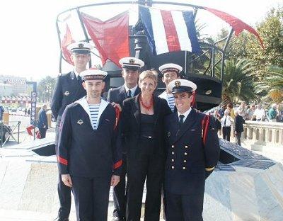 Les sous-marins Rubis et Saphir reçoivent la Croix de la valeur militaire 2004-110