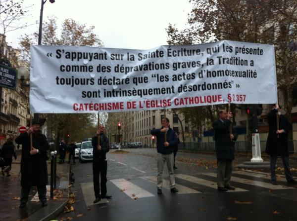 manif à Paris le 18 Nov : Non au Mariage homosexuel... Homo310