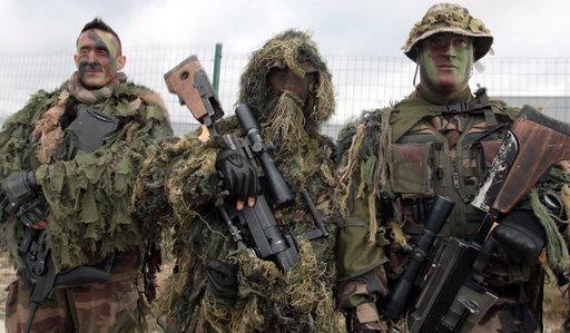 L'armée française se prépare à mener le combat dans les cités Sisson11