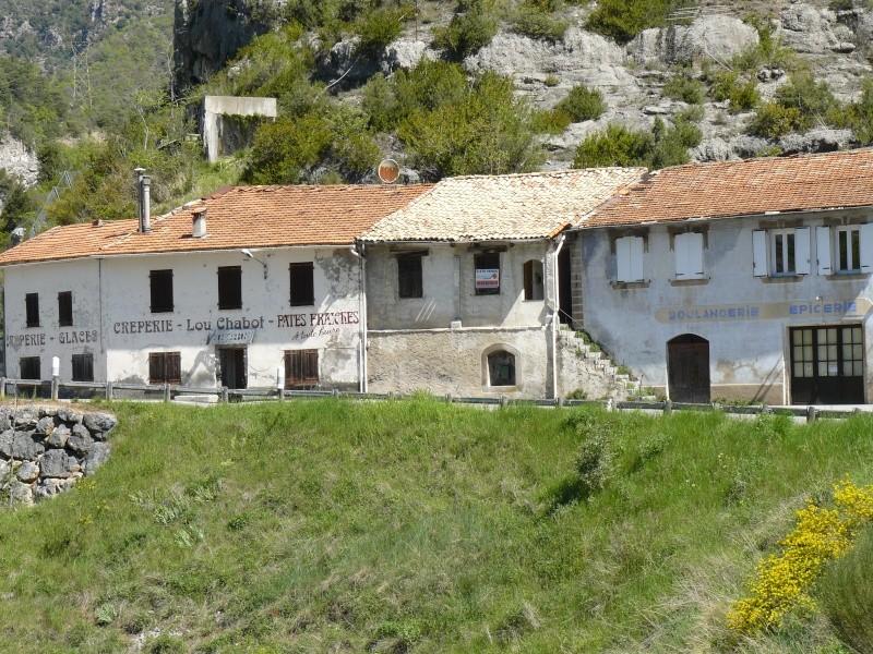 le village d'à coté - Page 2 P1010742