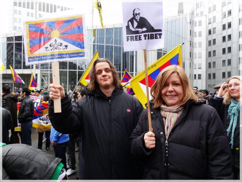 Manifestation pour le Tibet à Bruxelles - Page 2 Dsc03811