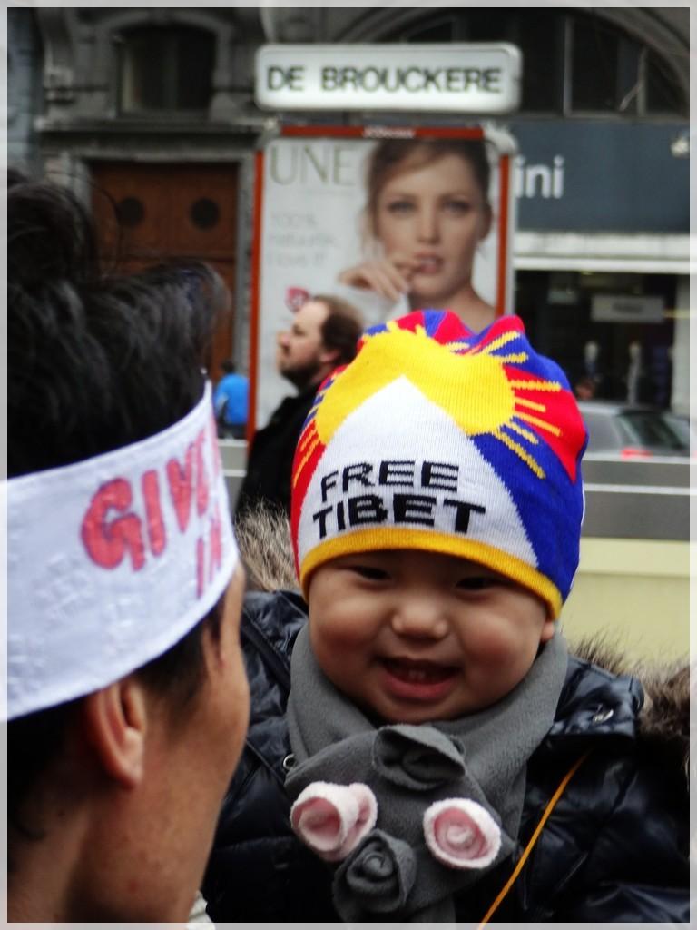 Manifestation pour le Tibet à Bruxelles - Page 2 Dsc03910