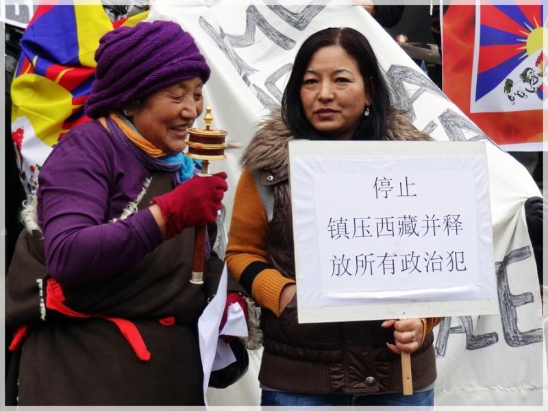Manifestation pour le Tibet à Bruxelles - Page 2 Dsc04011