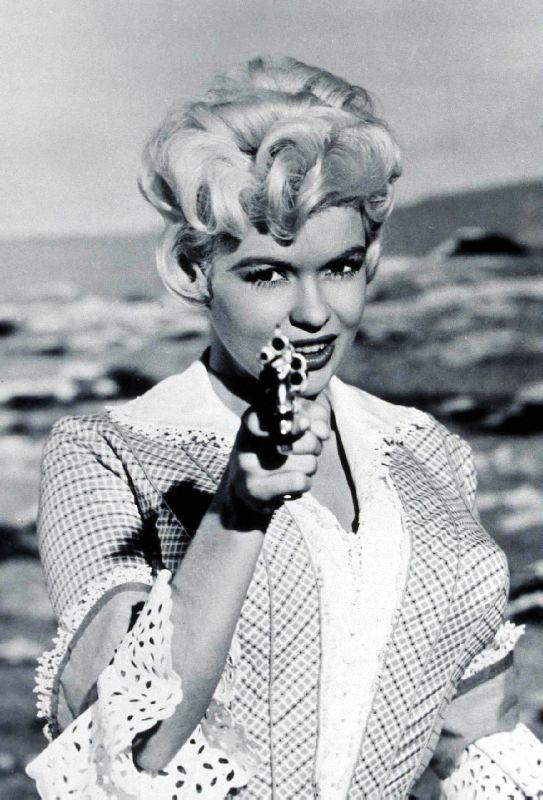 La blonde et le Shérif -The Sheriff of Fractured Jaws-, Raoul Walsh, 1958. 69033610