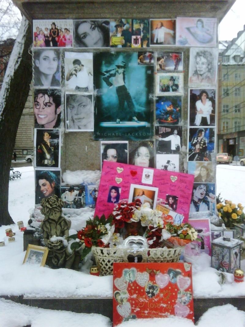 Una candela per Michael... - Pagina 17 Img00411