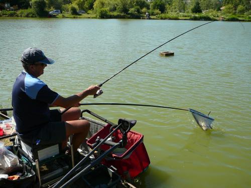Festival de pêche sur le plan d'eau de Chuzelles (38) les 16 et 17 juin 2012 22d9b011