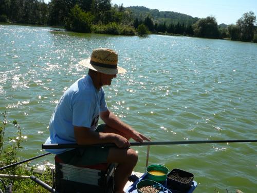 Festival de pêche sur le plan d'eau de Chuzelles (38 les 10 et 11 septembre 2011 - Page 2 4adba511