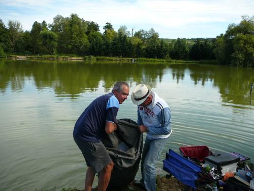 Festival de pêche sur le plan d'eau de Chuzelles (38) les 16 et 17 juin 2012 64471611