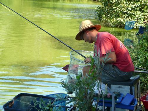 Festival de pêche sur le plan d'eau de Chuzelles (38 les 10 et 11 septembre 2011 - Page 2 7809d410