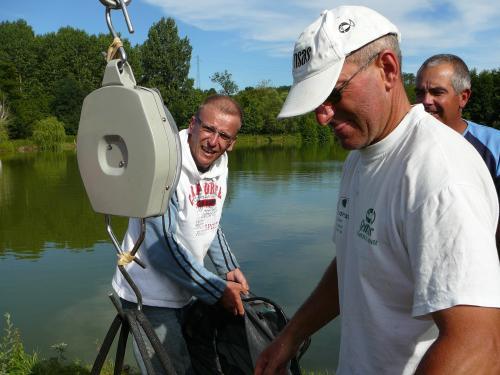 Festival de pêche sur le plan d'eau de Chuzelles (38) les 16 et 17 juin 2012 7d1cac10