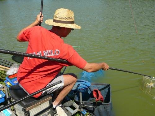 Festival de pêche sur le plan d'eau de Chuzelles (38) les 16 et 17 juin 2012 7e7ba410