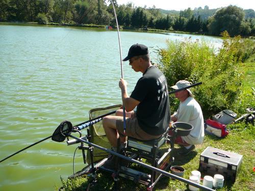 Festival de pêche sur le plan d'eau de Chuzelles (38 les 10 et 11 septembre 2011 - Page 2 C6e3d310
