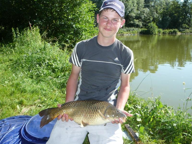 Festival de pêche sur le plan d'eau de Chuzelles (38) les 16 et 17 juin 2012 - Page 2 P1090210