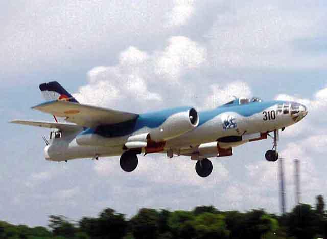 Romanian Il-28 (Actually a Harbin H-5R) Hong_h10