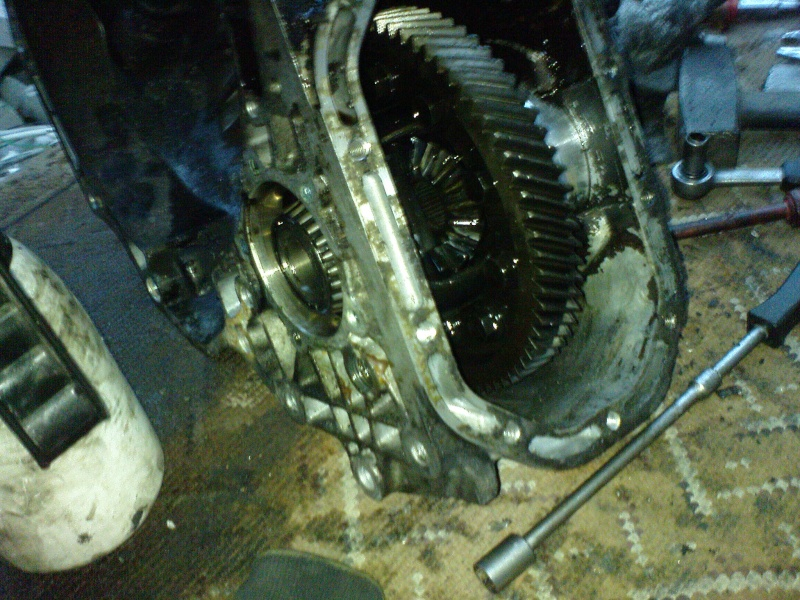 F16 Getriebe Differenzial ausbauen Dsc01037