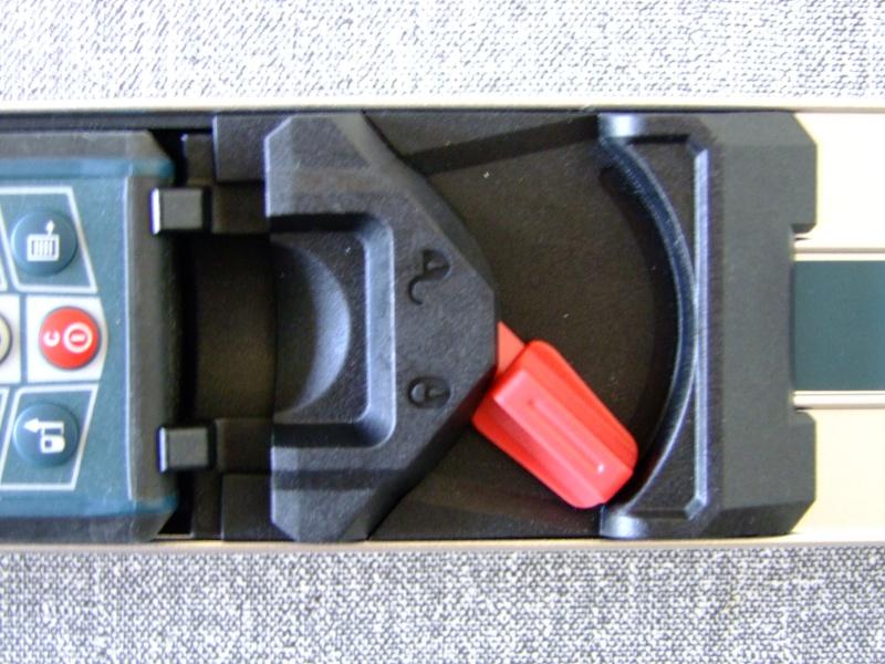 Télémêtre laser BOSCH GLM80 + R60 Dscf5018