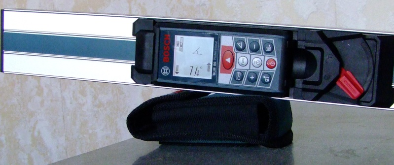 Télémêtre laser BOSCH GLM80 + R60 Dscf5020