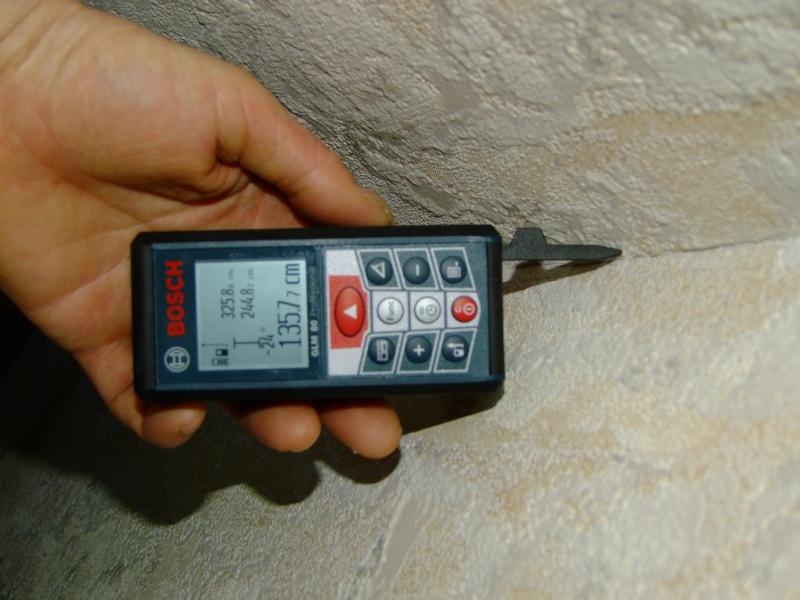 Télémêtre laser BOSCH GLM80 + R60 Dscf5028