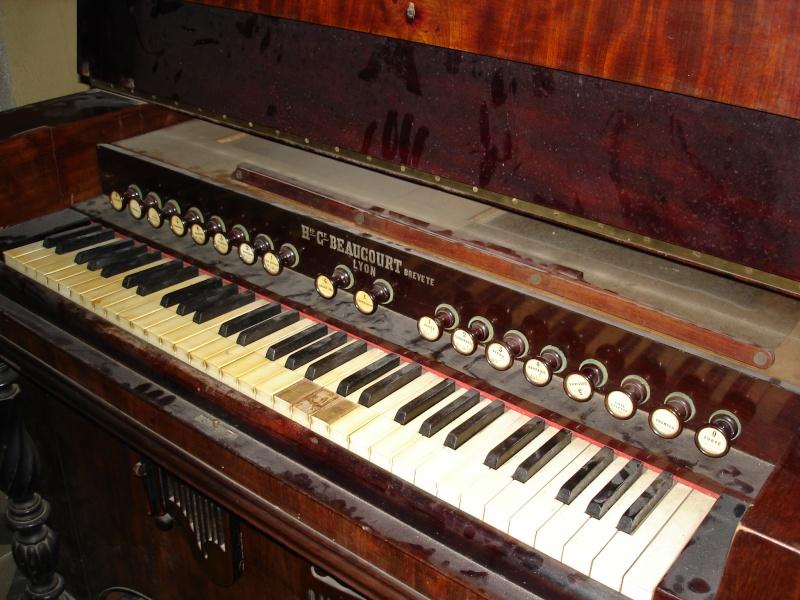 Harmonium H.C Beaucourt Dsc04811