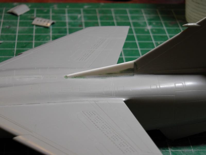 Italeri 1/48 Mirage F1 - Page 2 S1020013