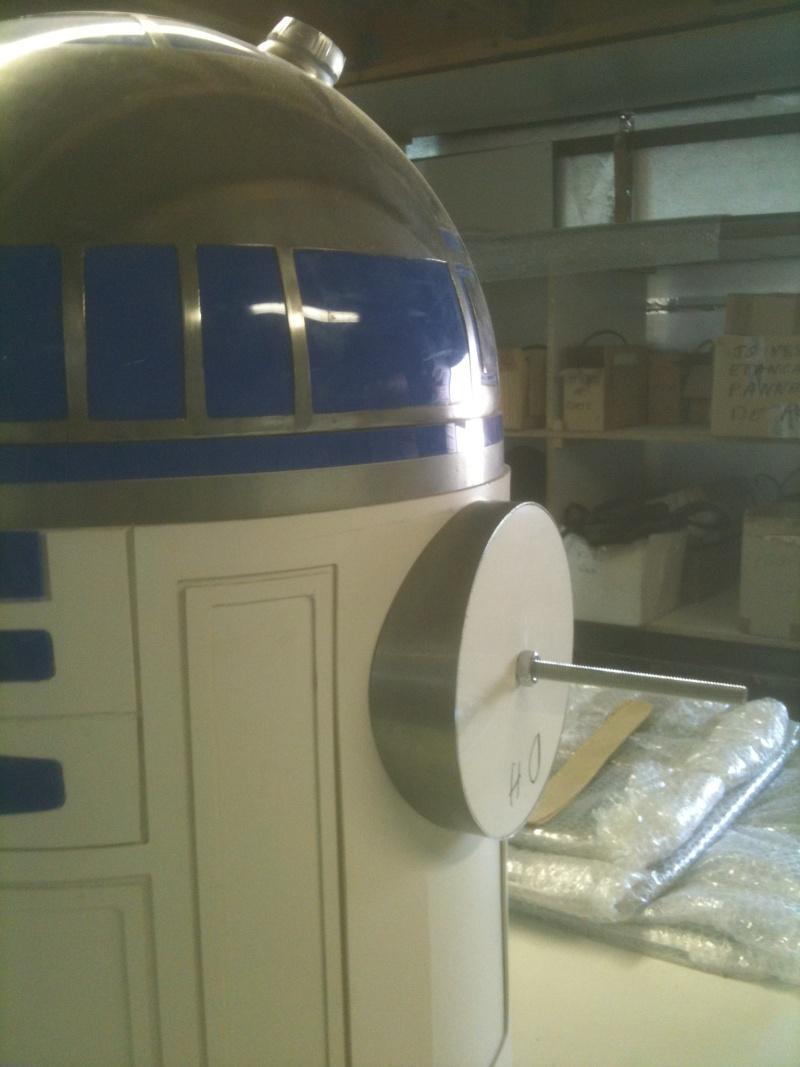 le R2-D2 a larsen life size R2_d2184
