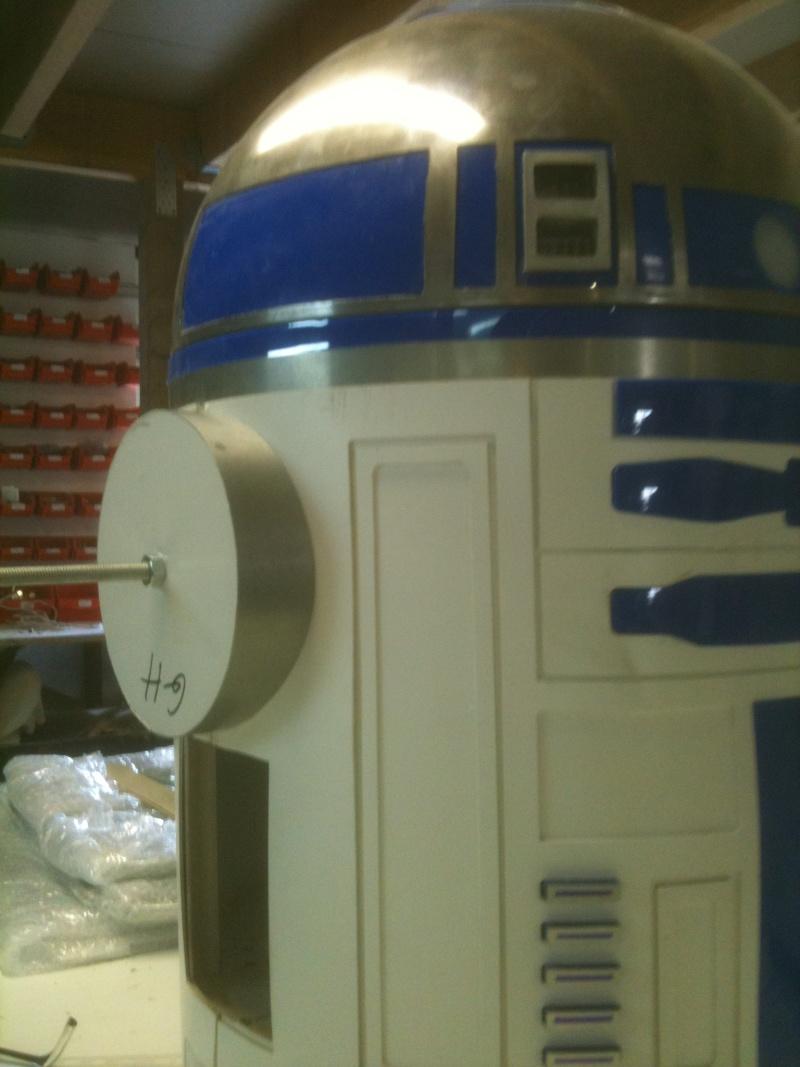 le R2-D2 a larsen life size R2_d2185