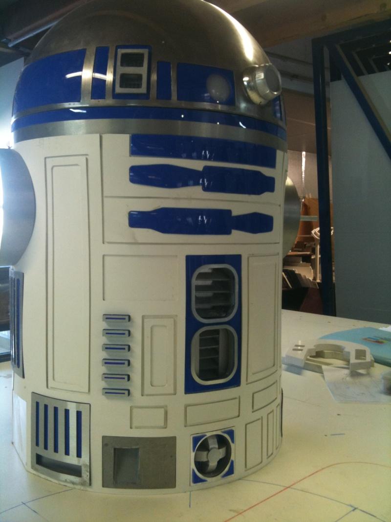 le R2-D2 a larsen life size R2_d2189