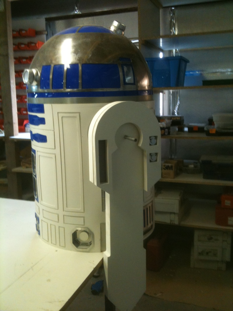 le R2-D2 a larsen life size R2_d2203