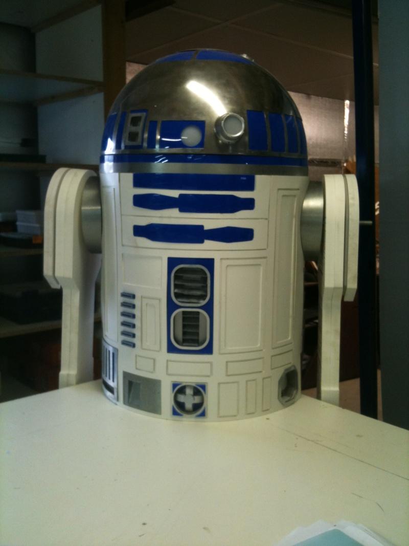 le R2-D2 a larsen life size R2_d2204