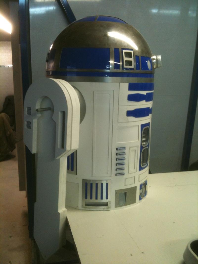 le R2-D2 a larsen life size R2_d2205