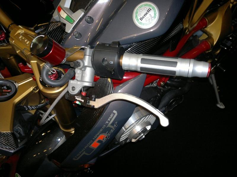 salon de la moto Paris 2011 - Page 2 04122012