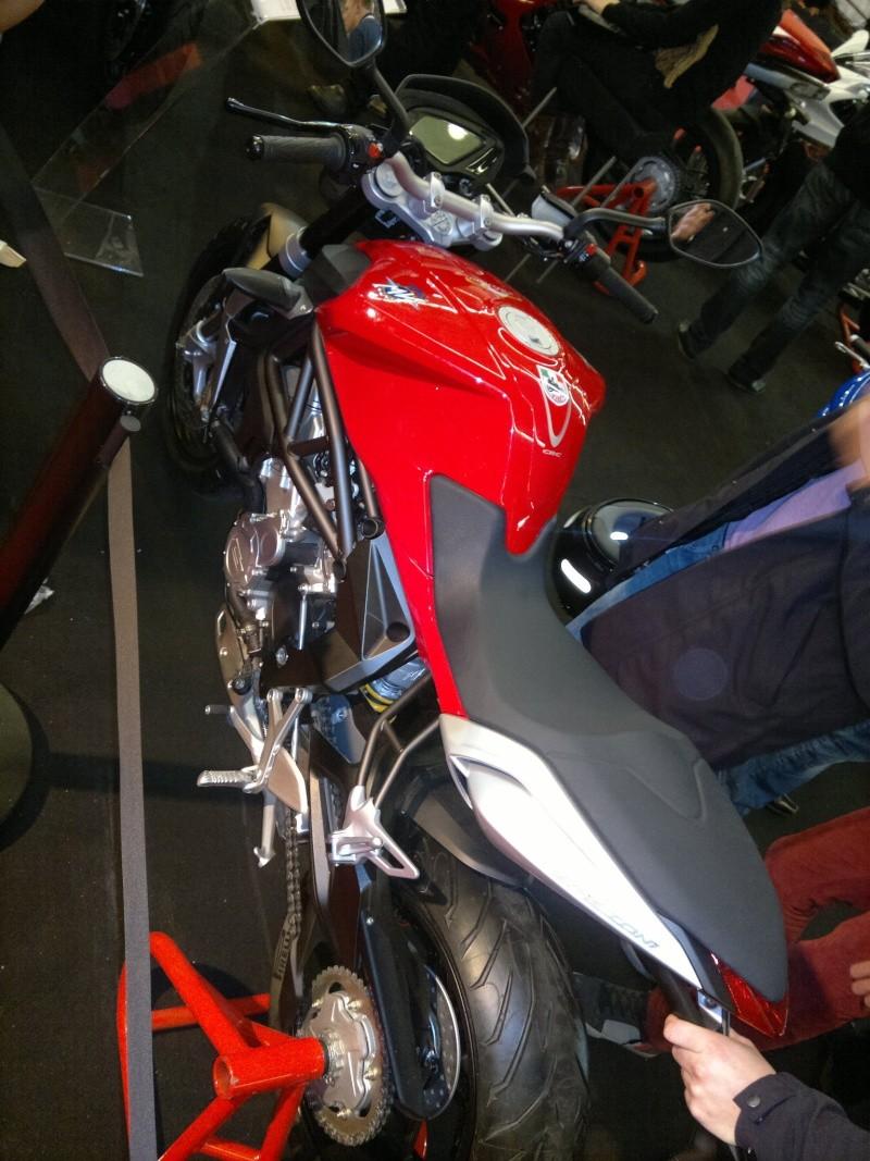 salon de la moto Paris 2011 - Page 2 04122032