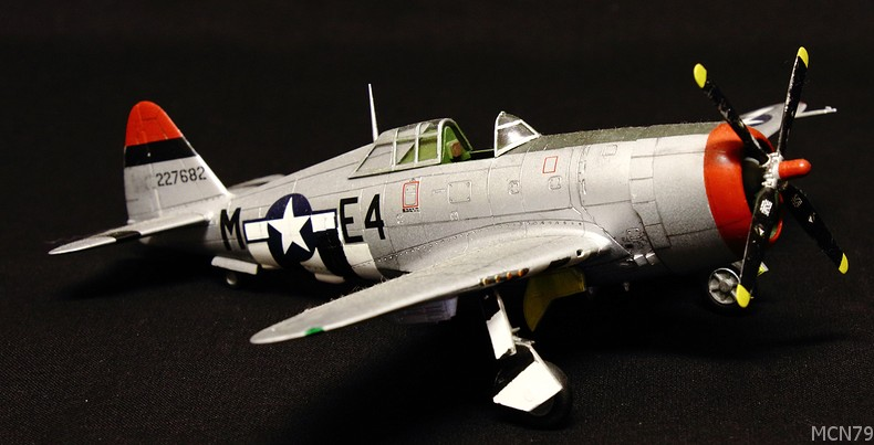 [ACADEMY] REPUBLIC P-47D THUNDERBOLT RAZOR BACK 1/72ème Réf 2175 P47d10