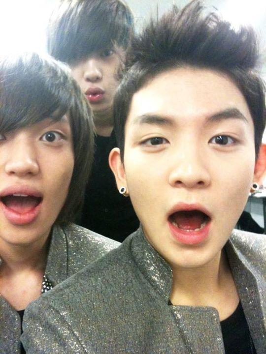 [09/11/11] Ricky, Niel & Changjo selca (Twitter) 38197210