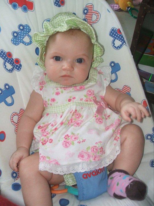 Les yeux de bébé - Page 2 Clara410