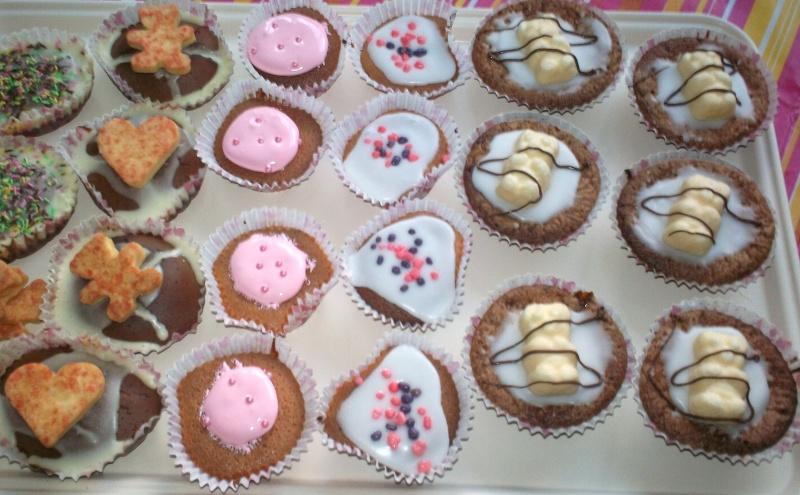 Cupcakes : recettes et décors simples - Page 4 01010