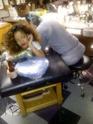 Rihanna dans un salon de tatouage. Norma582