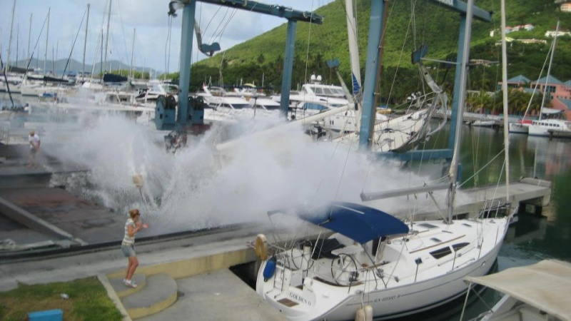 Photos d'accidents et de tempête en mer - Page 6 11731_10