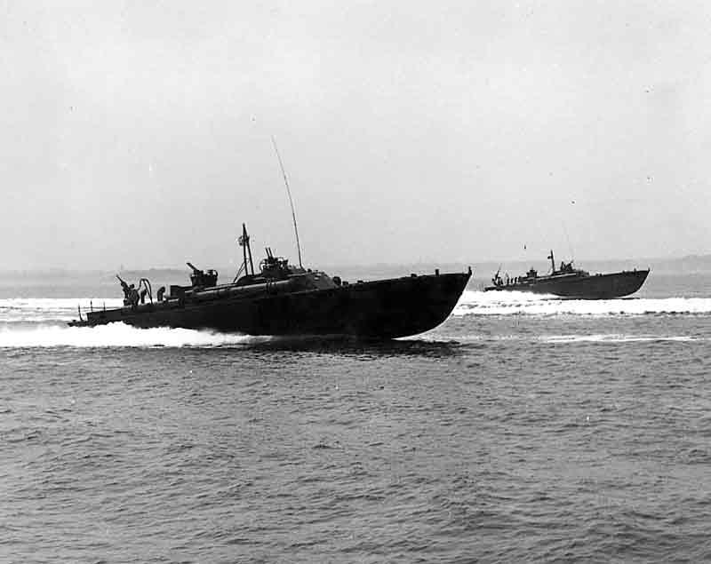 Vedettes lance-torpilles PT-BOATS (Pacifique) - Page 2 12-02110