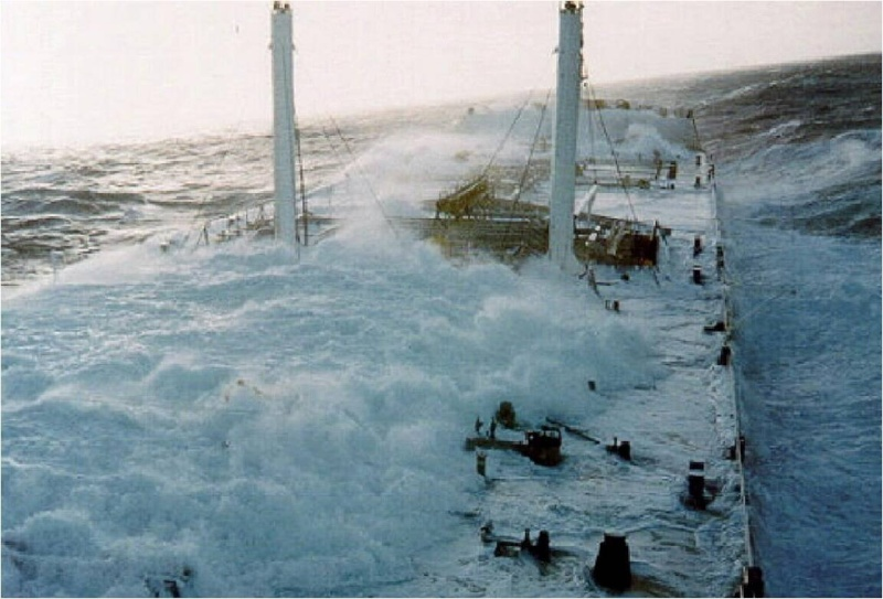 Photos d'accidents et de tempête en mer 17677110