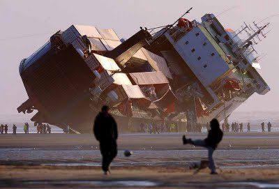Photos d'accidents et de tempête en mer - Page 5 18142210