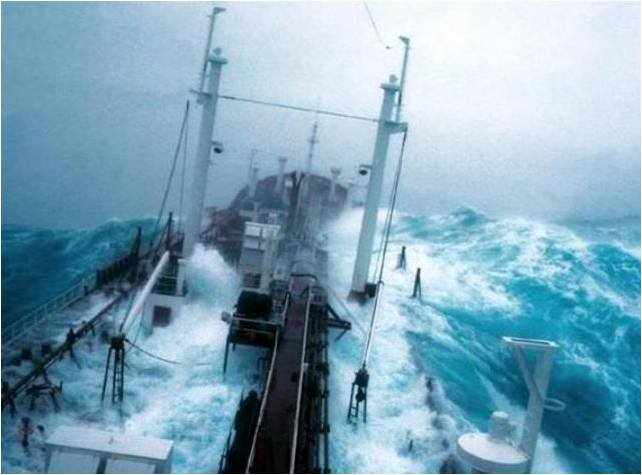 Photos d'accidents et de tempête en mer 20022914