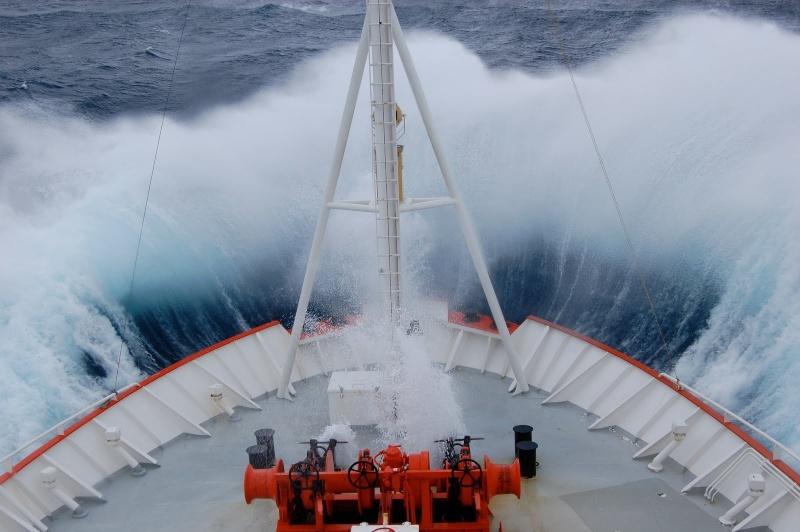 Photos d'accidents et de tempête en mer - Page 2 21930011