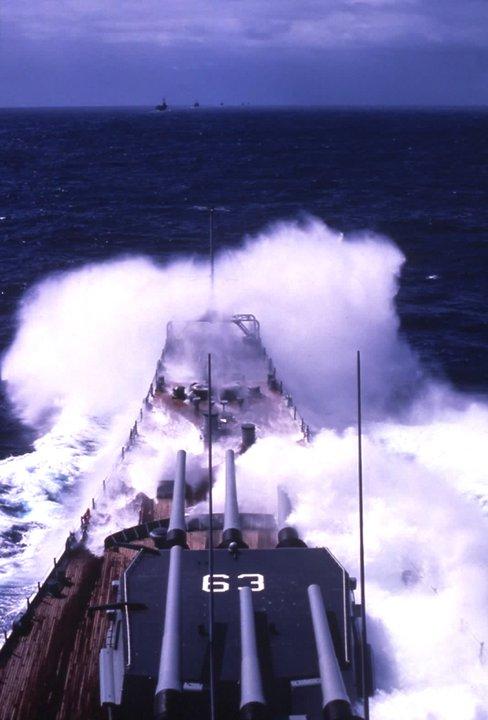 Photos d'accidents et de tempête en mer - Page 2 22268110